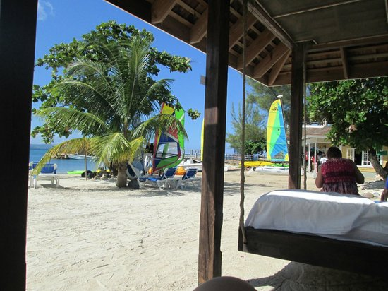 Jewel Paradise Cove Resort & Spa Runaway Bay, Curio Collection by Hilton: view from a beach cabana