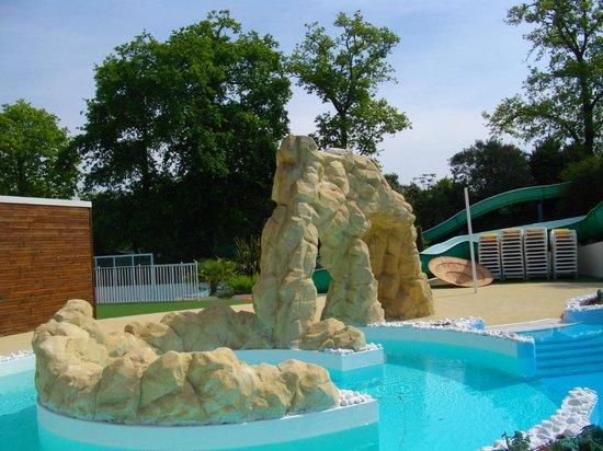Camping le Patisseau: décor piscine