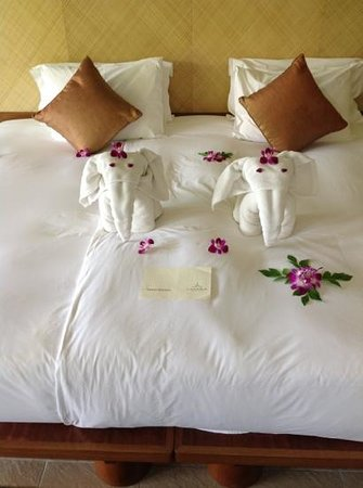 Layana Resort and Spa : elephants on bed ;-)
