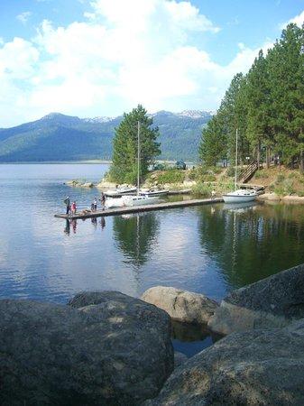 Ashley Inn: Lake Cascade is less than a mile away, beaches & fishing