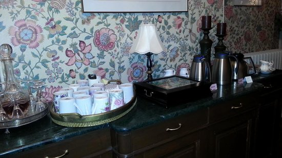 Brockamour Manor Bed and Breakfast: Coffee, Tea or Sherry !