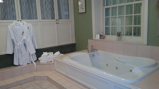 Brockamour Manor Bed and Breakfast: Gorgeous Bathroom