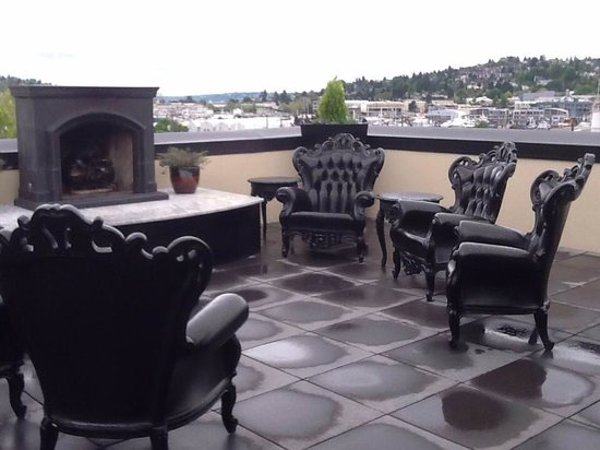 Hotel Ballard: rooftop - open fireplace
