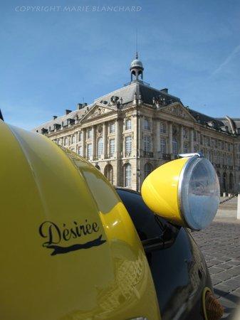 Bordeaux 2cv Tours : Désirée place de La Bourse