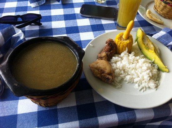 Coffee Tour Hacienda Venecia: Almuerzo típico colombiano: sancocho