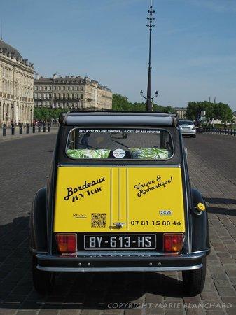 Bordeaux 2cv Tours : Désirée sur les quais