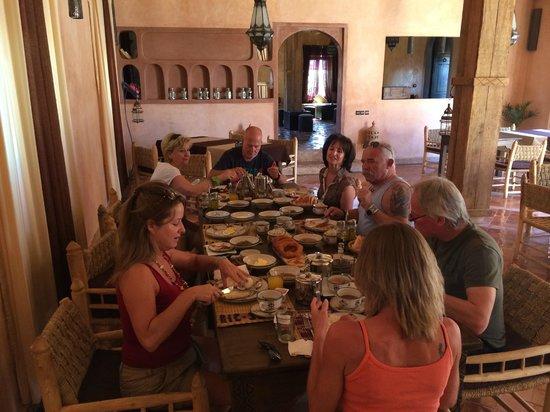 Riad Madu: sehr schöner Frühstückstisch