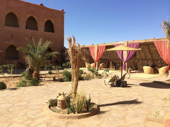 Riad Madu: der offene Innenbereich des Riad sehr geschmackvoll