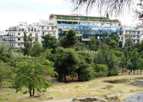 Royal Olympic Hotel: view on the hotel from the historic site across the street