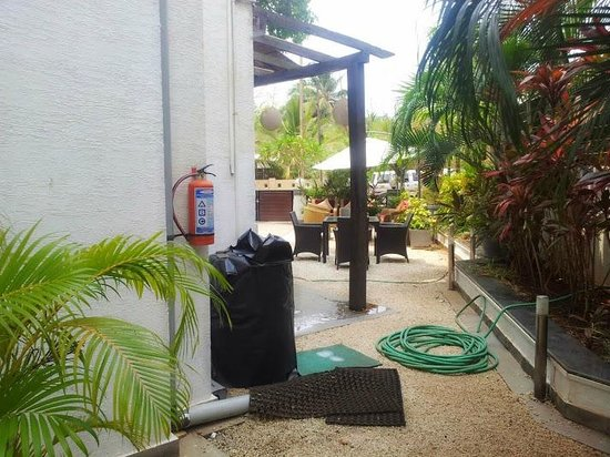 LivingRoom by Seasons: Poolside Restaurant area