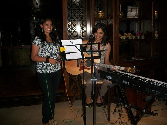 Hilton Chennai: Live music in the Vintage Bank