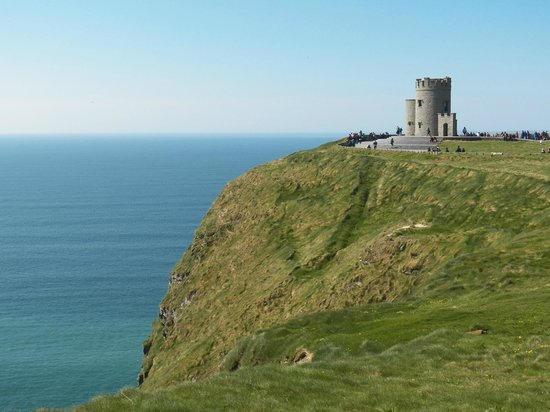 Barratt Tours: O'Brien's Tower (Cliffs of Moher)