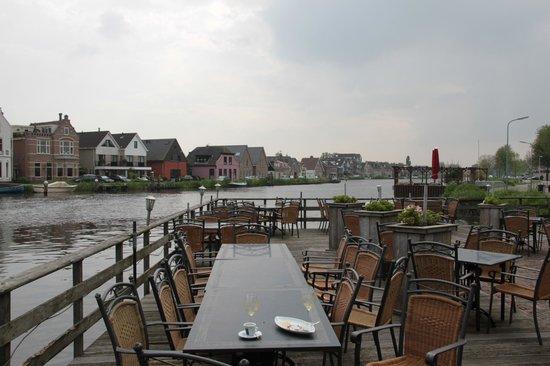 Het Rechthuis aan den Amstel : Terrasse an der Amstel