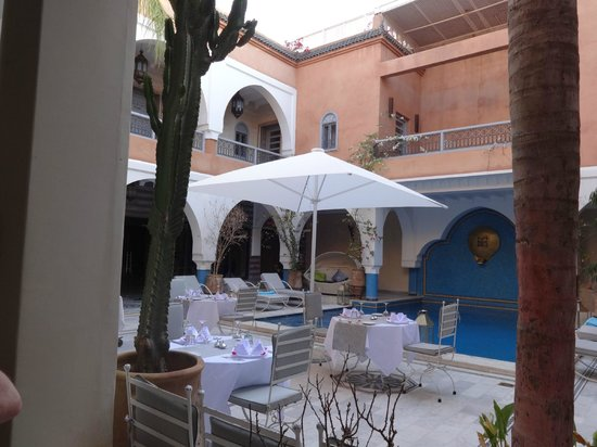 Ksar Anika: Outdoor dining area