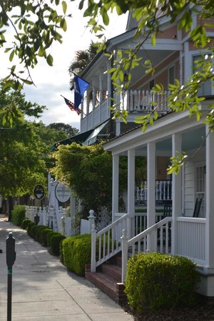 The Beaufort Inn: outside of the inn