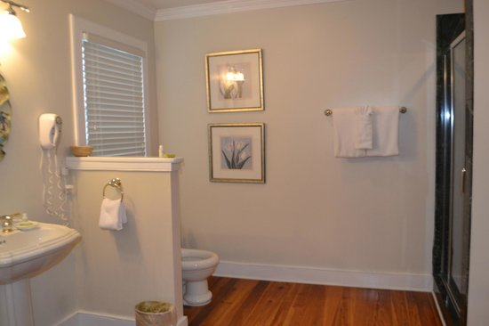 The Beaufort Inn: Port Republic bathroom