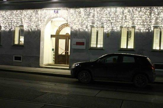 Hotel KUNSThof : Hotel entrance