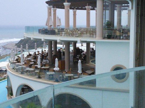 Atrium Prestige Thalasso Spa Resort and Villas: Вид из лобби на ресторан и бар