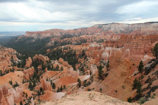 Bryce Canyon Lodge : Just at the top of the hill