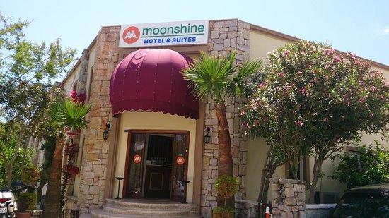 Moonshine Hotel & Suites: ingang moonshine hotel