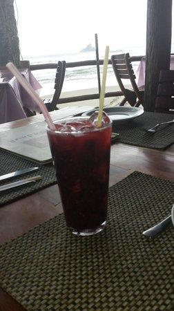 Badaue: sakerinha de frutas vermelhas