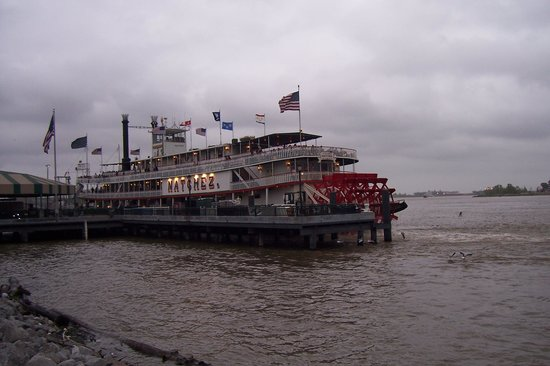 Chateau Hotel : See the Natchez!