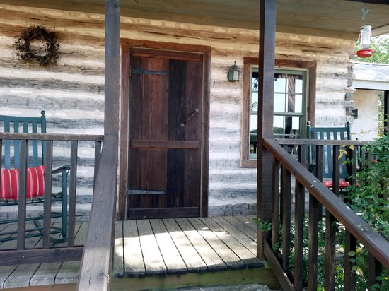The Bed and Breakfast on Knopp School Road: Carson cabin front porch
