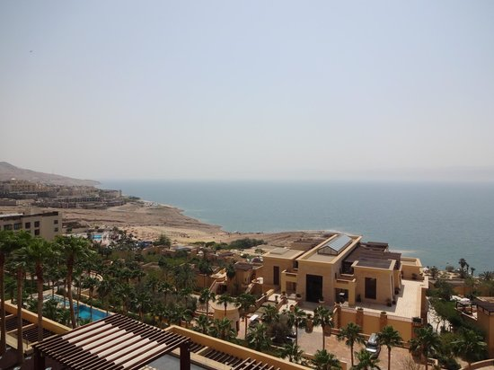 Kempinski Hotel Ishtar Dead Sea: Beautiful view of the Dead Sea from our room