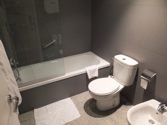 Hotel Regina Barcelona: salle de bains