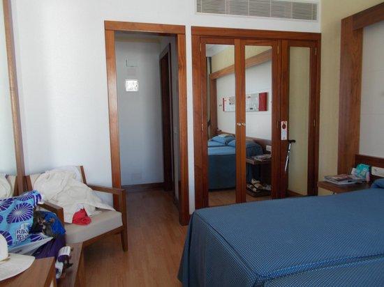 Hipotels La Geria: Spacious Bedroom