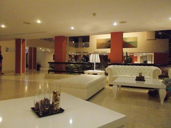 Hipotels La Geria: Lovely reception area