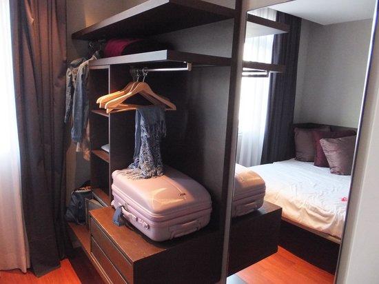 Hotel Regina Barcelona: dressing dans la chambre