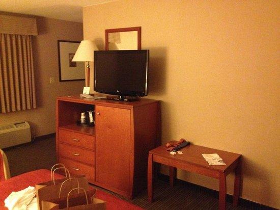 BEST WESTERN Royal Palace Inn & Suites: Room/tv