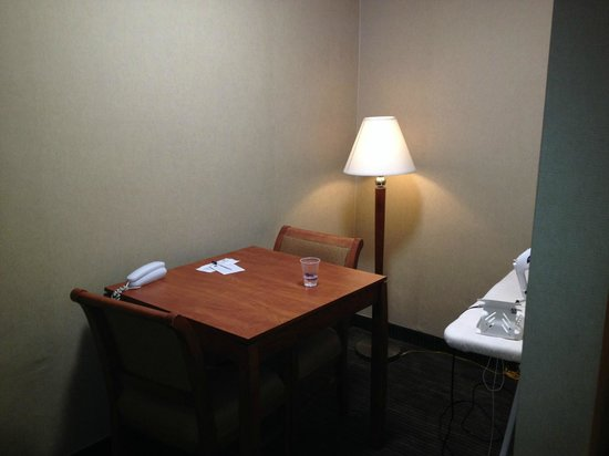 Best Western Royal Palace Inn & Suites: work desk in the room