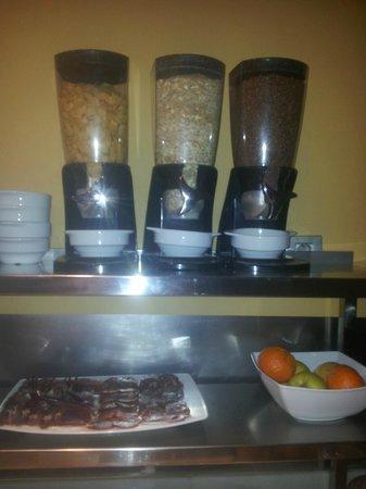 Petit Palace Canalejas Sevilla: Cereales desayuno