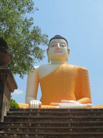 Riverside Inn Fuji Bentota: temple boudhiste à quelques minutes en tuk tuk