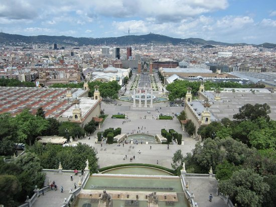 Museu Nacional d'Art de Catalunya - MNAC: view of Barcelona from the front of the museum