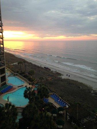 Beach Cove Resort: Beginning of the sunrise from my balcony