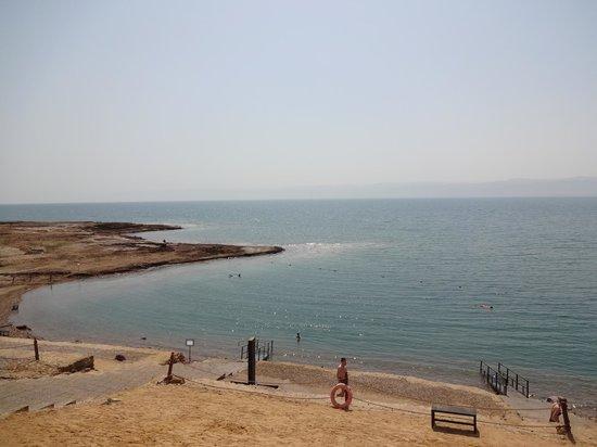 Kempinski Hotel Ishtar Dead Sea: Beach on the Dead Sea