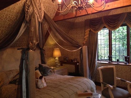 Langshott Manor Hotel Gatwick: lovely room