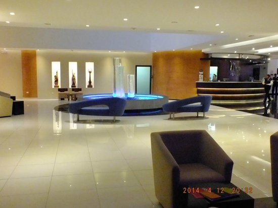 Mercure Hotel Alameda: mas lobby