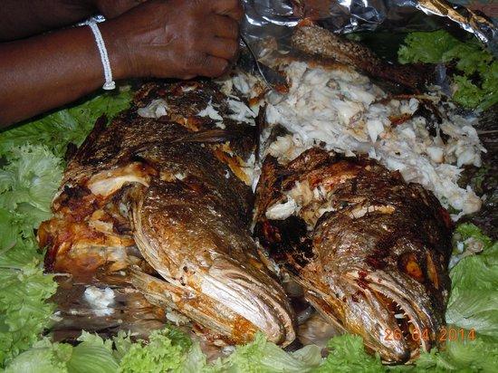 Kob Inn Beach Resort: Seafood buffet (Kob fish)