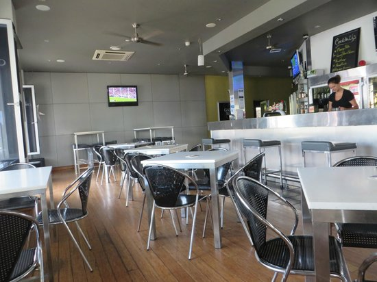 The Crown Pub: tavoli dentro