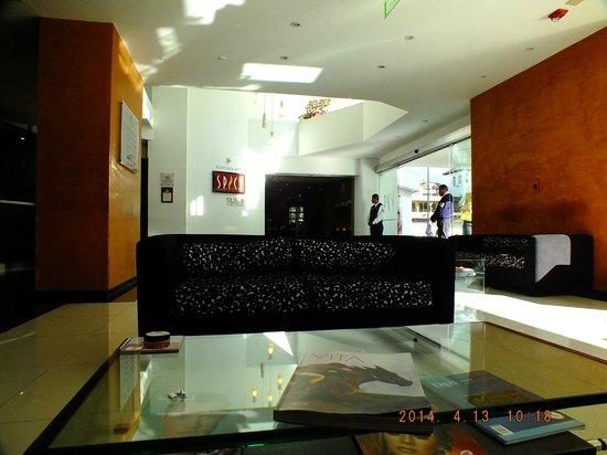 Mercure Hotel Alameda: vista del restaurant desde un sillón del lobby