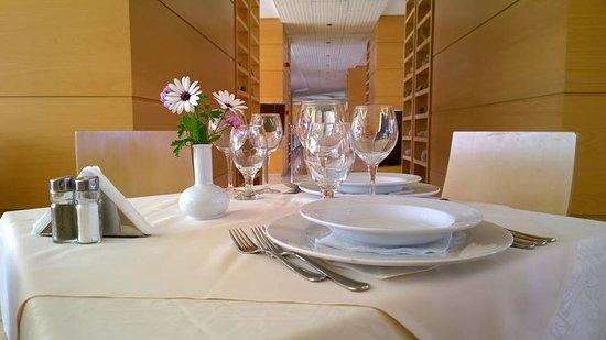 Athineon Hotel: Restaurant