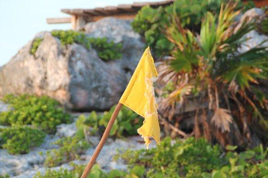 La Posada del Sol: veiligheidsvlag zwemmen; dit is het: nooit rood, nooit groen.
