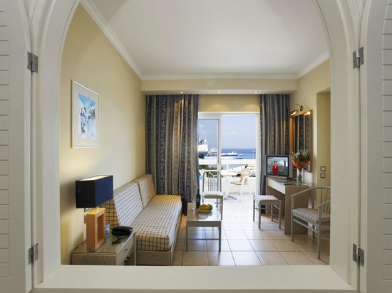 Athineon Hotel: Apantment Living Room