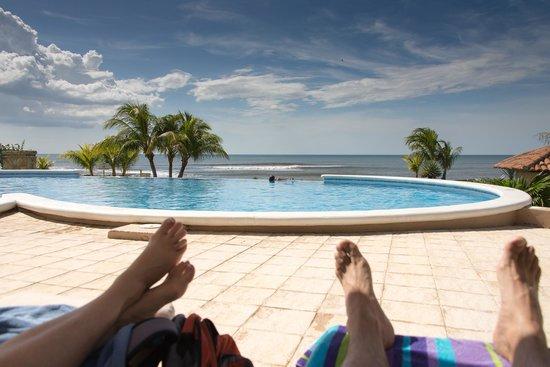 Gran Pacifica Beach and Golf Resort : Enjoying the Pool