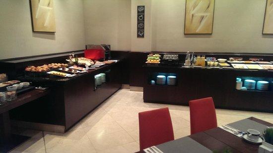 Exe Oviedo Centro: Bufé desayuno