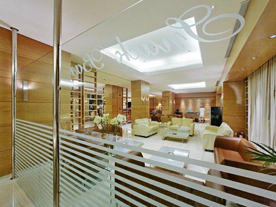 Athineon Hotel: TV Lounge